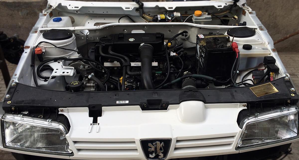 تشریح موتور خودرو در کلاس آموزش مکانیک