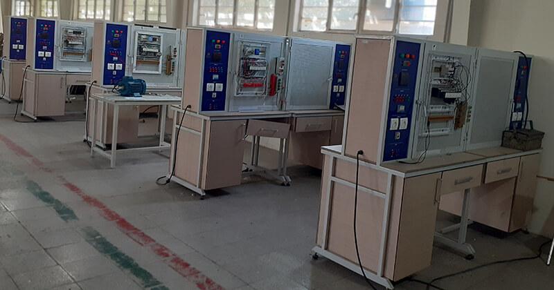 تصویری از کارگاه کلاس آموزش برق صنعتی
