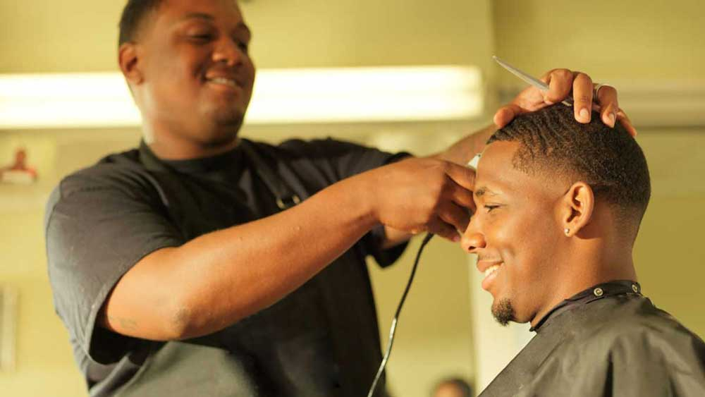 تاثیر رضایت مشتریان بر درآمد شغل آرایشگری مردانه