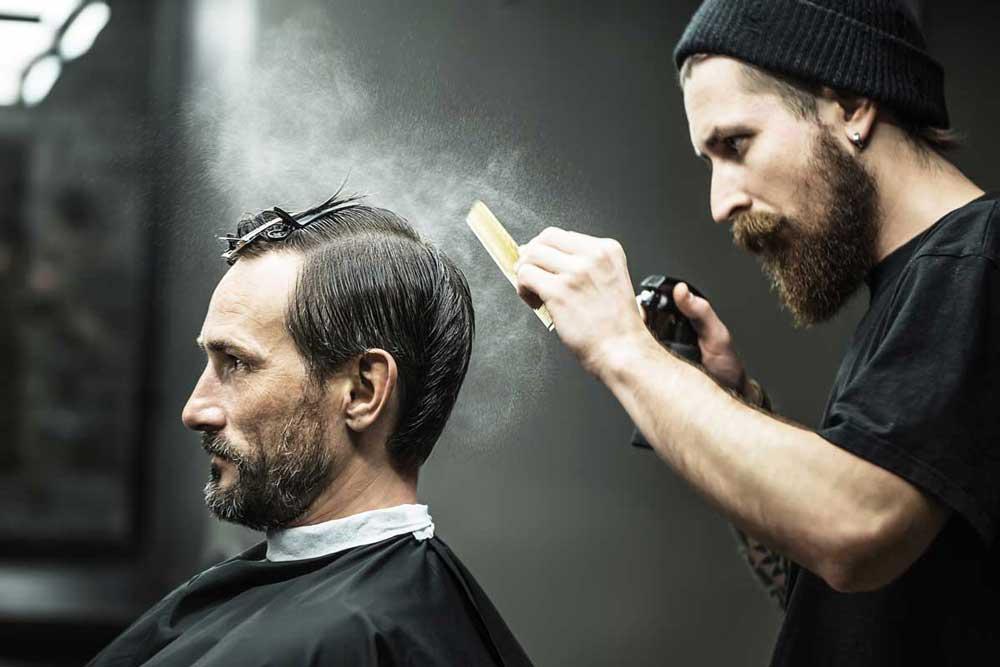 درآمد شغل آرایشگری مردانه برای یک فرد متخصص مزیت محسوب می شود.