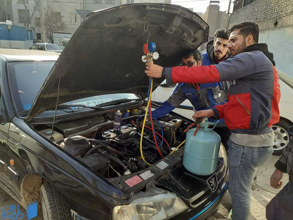 آموزش شارژ گاز کولر در دوره برق خودرو