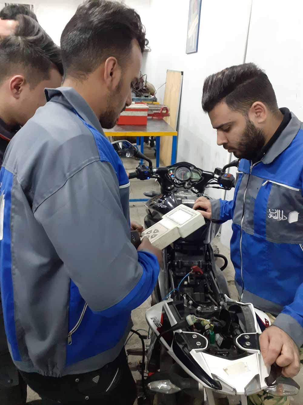 آموزش استفاده از دیاگ در تعمیر موتور سیکلت