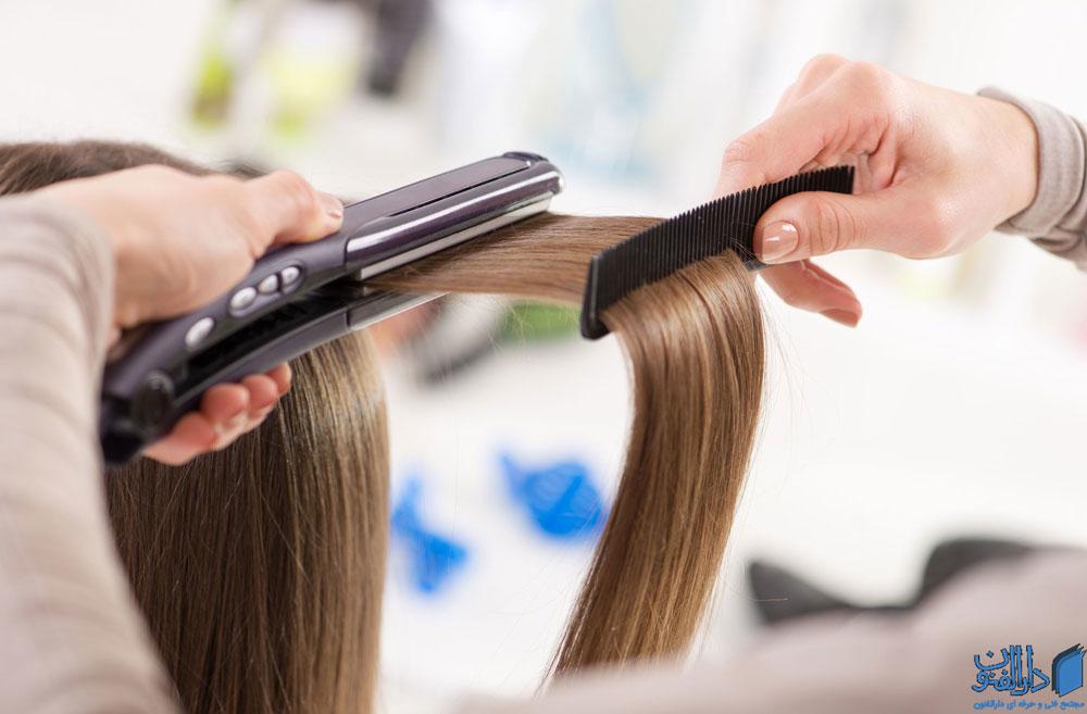 صاف کردن مو با اتوی مو