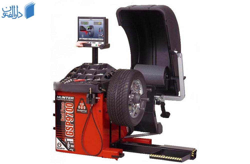دستگاه بالانس چرخ خودرو از دیگر وسایل مغازه پنچرگیری و تعویض روغنی است.