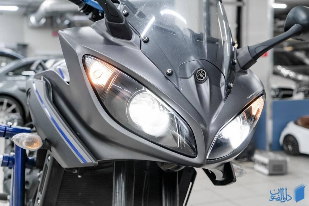 چراغ های جلوی موتورسیکلت