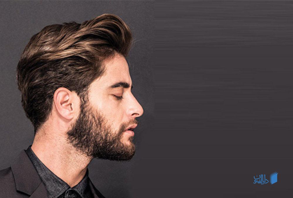 مردی با موی هایلایت شده