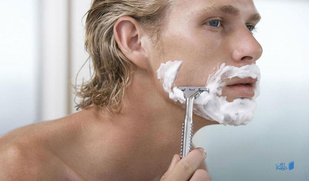 استفاده از خمیر ریش برای تراشیدن موی صورت با استفاده از تیغ